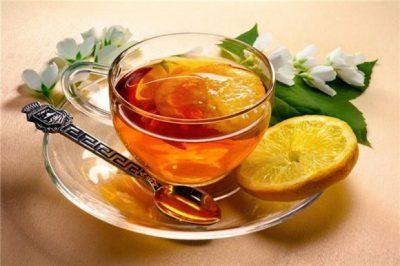gilt schwarzer tee als flüssigkeit